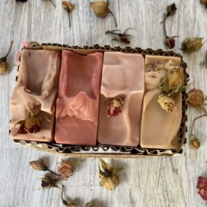 bunch of roses gift box